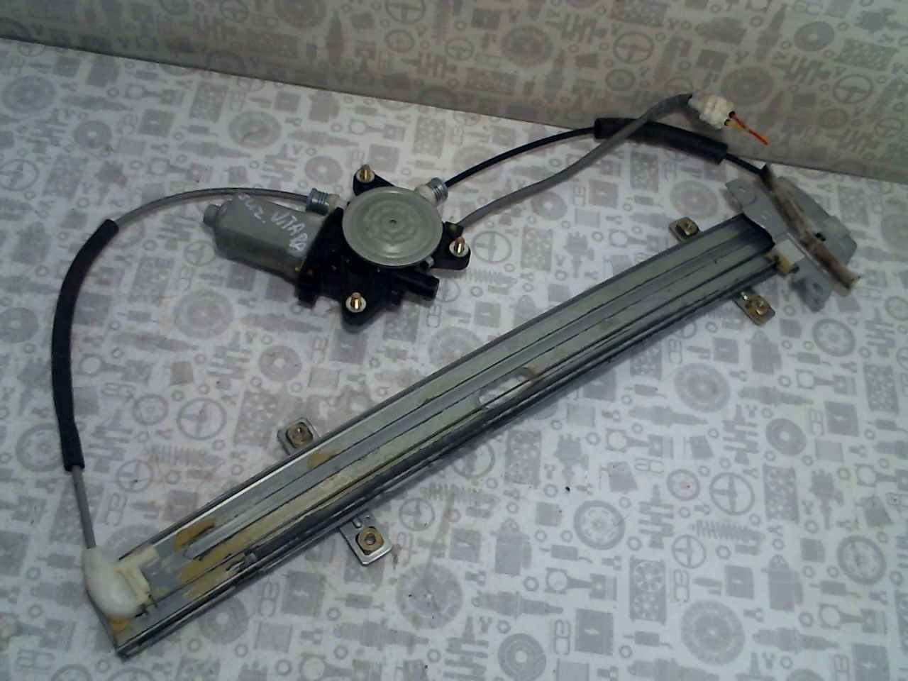 Стеклоподъемник электрический передний правый Suzuki Vitara 1