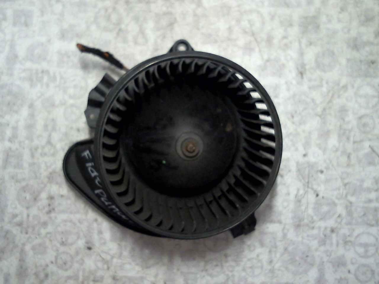 Моторчик (двигатель) печки Fiat Punto 3 фото