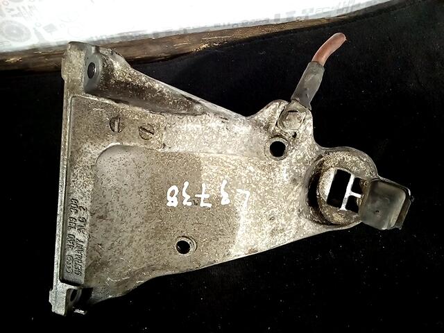 Кронштейн двигателя (лапа крепления) Audi A6 C4 фото