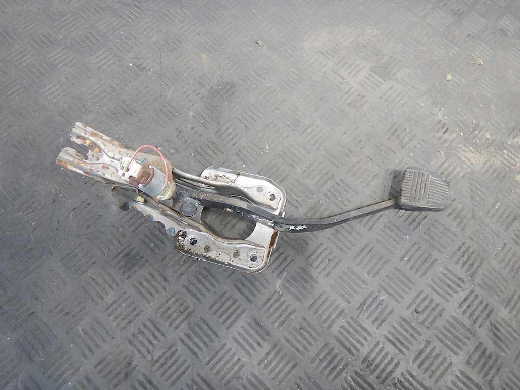 Педаль тормоза Toyota