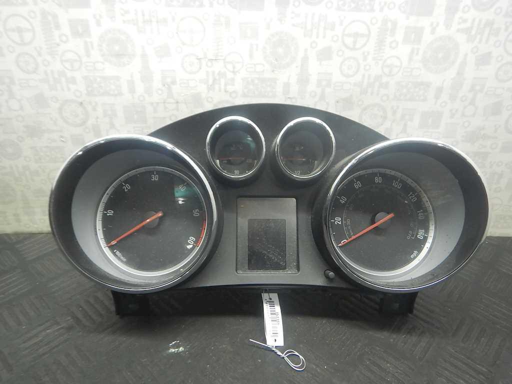 Панель приборная (щиток приборов) Opel Insignia фото