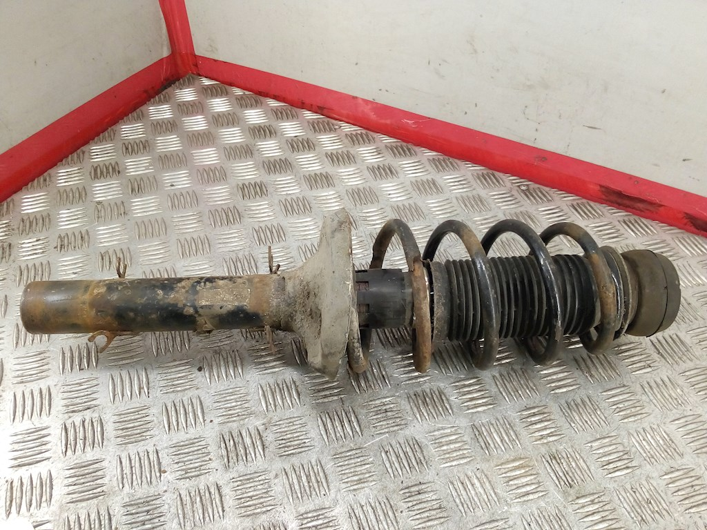 Стойка амортизатора переднего левого Audi A3 8L фото