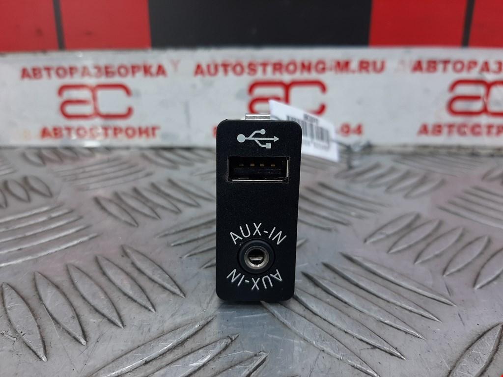 Разъем AUX / USB